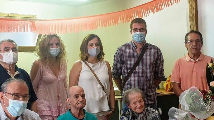 Anglesola homenatja la veïna Rosa Saball pel seu 100 aniversari