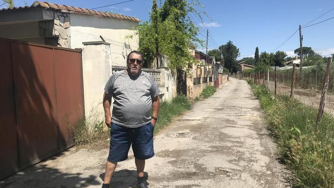 Veïns del Camí de la Mariola reclamen l'enllumenat i millores en un vial