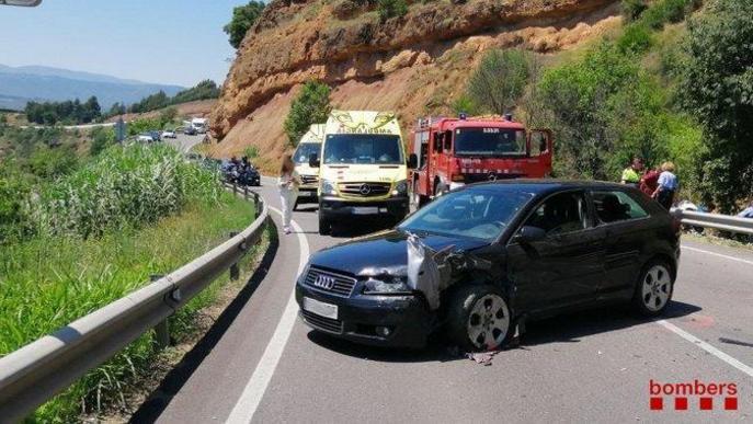 Sis ferits, un de gravetat, en una col·lisió a la carretera C-13 a Talarn