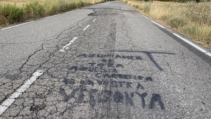 Insten a reparar una carretera entre la Segarra i el Solsonès