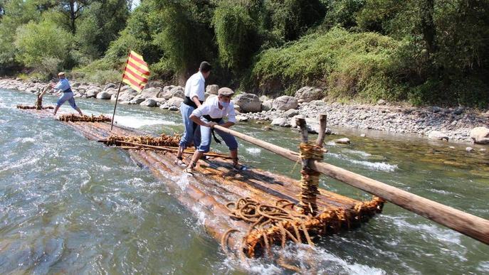 Els rais solquen de nou el riu Segre
