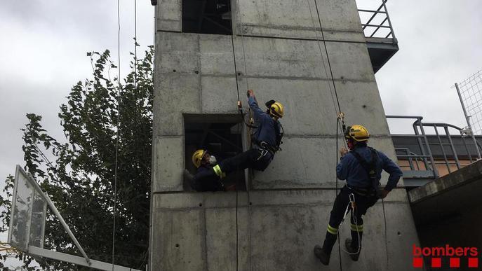 Pràctiques de Bombers de rescat en una zona urbana de Mollerussa