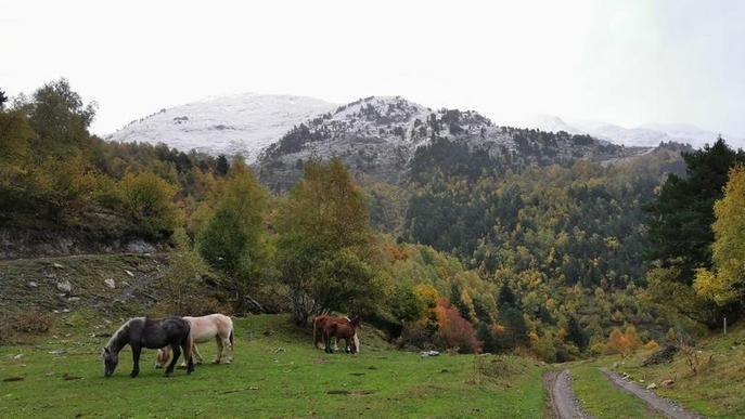 El Pirineu tanca un dels millors ponts d'octubre i ja mira la temporada d'esquí