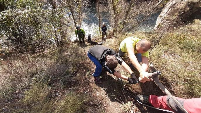Retiren milers de quilos de residus del curs de la Noguera Pallaresa