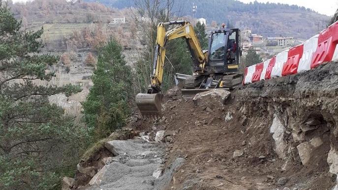 S'enfonsa un tram de la carretera de Montellà