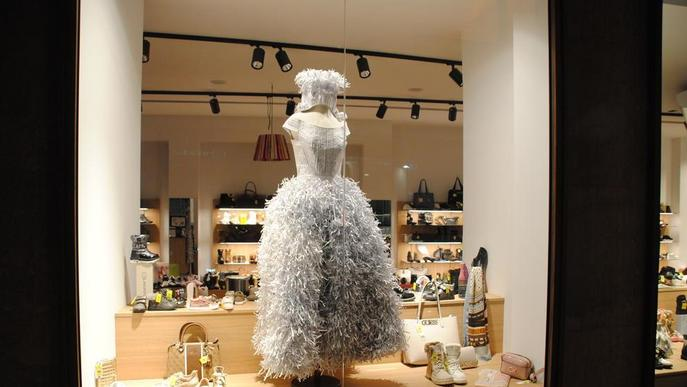 Exposició urbana de vestits de paper a Mollerussa a partir de demà dijous
