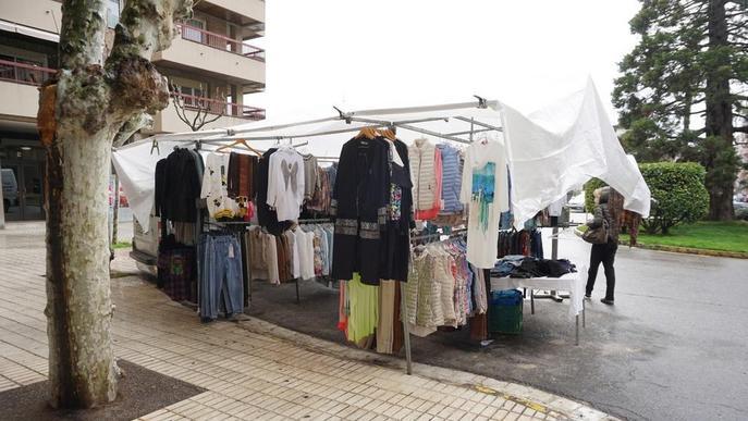El Mercat de Rebaixes de Balaguer, deslluït per la pluja