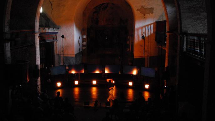 El Ballarí i coreògraf Roberto Olivan inaugura un Dansàneu amb aforaments reduïts però major suport del públic