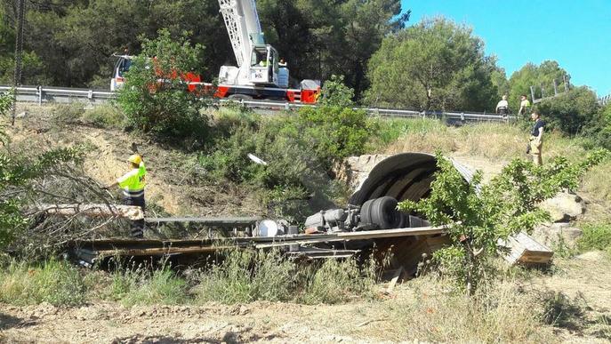 Un camioner de 50 anys mor en un accident a Maials