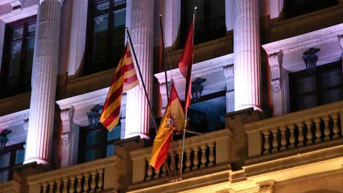 Fiscalia arxiva el cas de la retirada de les banderes