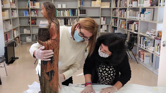 Arriba a Balaguer la talla gòtica adquirida el 2019 per la Generalitat en una subhasta