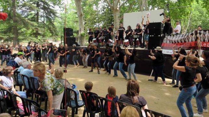 Prop de 1.200 cantaires omplen de música amb les seves veus els Camps Elisis