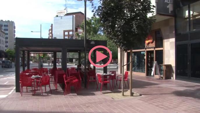 Terrasses plenes de gent a la Zona Alta de Lleida el primer dia de l'enduriment del confinament