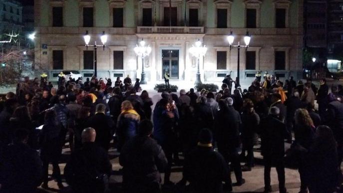 Lleida també rebutja la presència del Rei al Mobile World Congress amb una cassolada