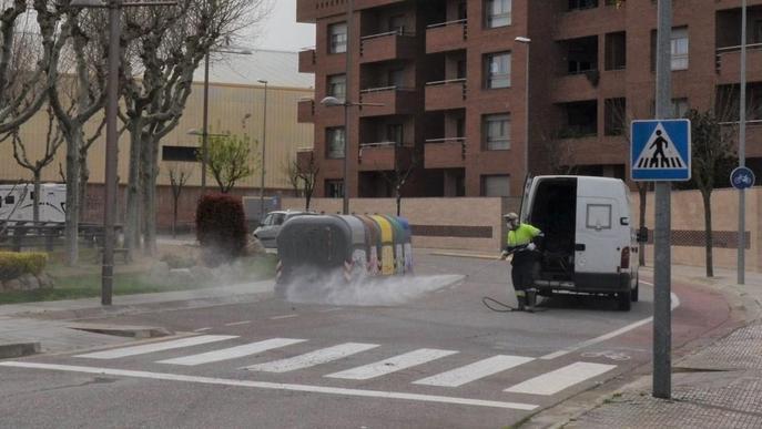 Mollerussa intensifica la desinfecció dels carrers per prevenir el coronavirus