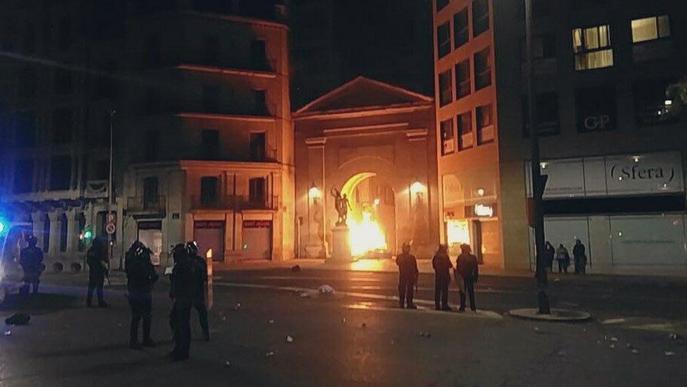 #SentènciaProcés: La seguda aplega més de 6.000 persones i acaba amb càrregues i disturbis a Lleida