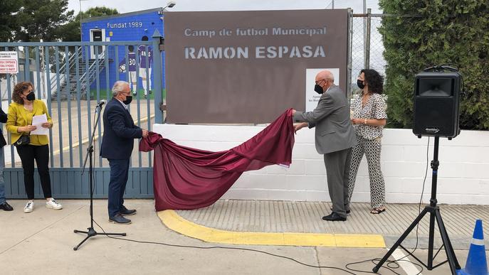 Mig miler de persones reten homenatge a l'exfutbolista Ramon Espasa a les Borges