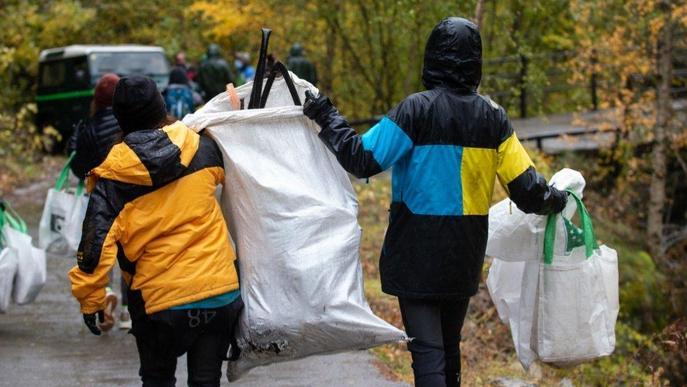 Retiren cinc tones de residus de la Noguera Pallaresa al Sobirà