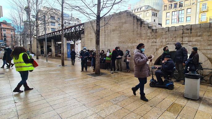 ⏯️ Protesta de membres de la PAH davant de la seu del PP a Lleida
