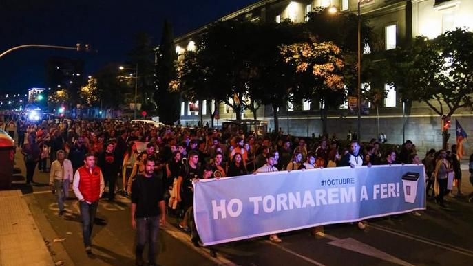 #SentènciaProcés: Unes 8000 persones es manifesten a Lleida sota la pluja contra la sentència del Suprem