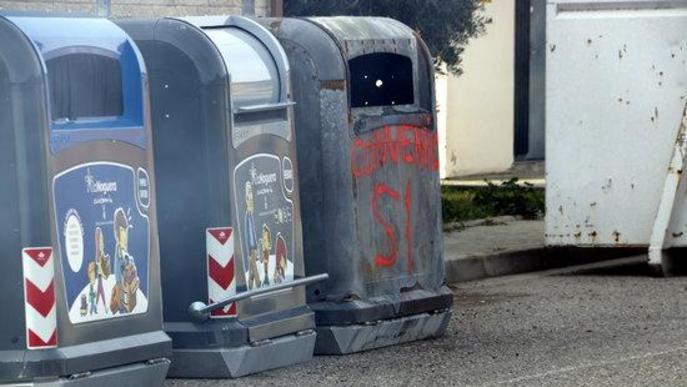 La plantilla de recollida d'escombraries de la Noguera comença una vaga indefinida