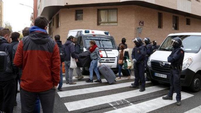 Els Mossos desallotgen dotze famílies que ocupaven un edifici al barri de Balàfia de Lleida des de feia vuit mesos