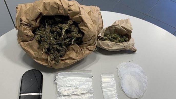 Detenen dos veïns d'Arbeca per vendre cocaïna i marihuana des de casa seva