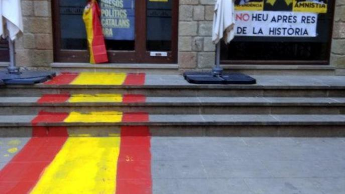 L'alcalde de Solsona defensa que s'hagi denunciat els autors de les pintades al local d'ERC
