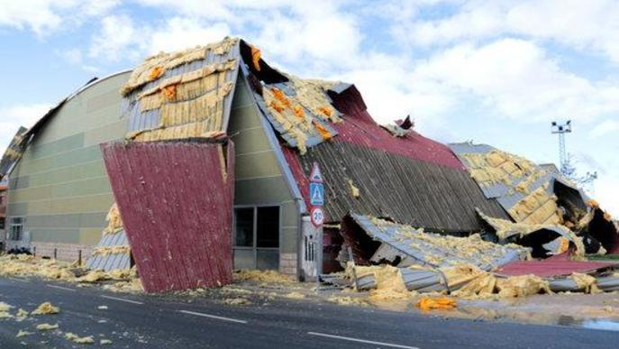 Els Bombers atenen 75 serveis pel vent entre les 7 i les 10 del matí sense cap ferit