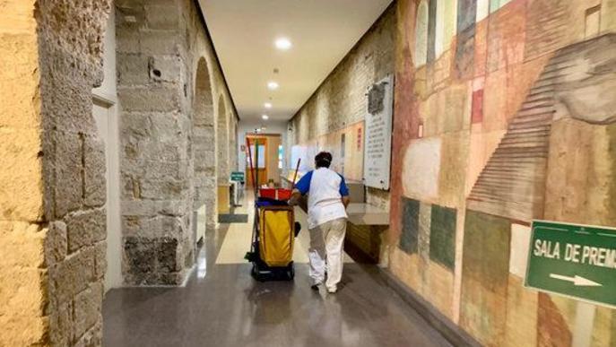 La neteja intensiva s'allargarà fins dijous i inclou l'IEI i la Caparrella ACN Lleida .- La Diputació de Lleida ha iniciat aquest dilluns la desinfecció dels seus edificis i instal·lacions, inclosos l'Institut d'Estudis Ilerdencs (IEI) i el complex de la