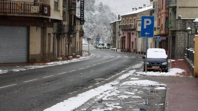 La neu torna a tenyir de blanc diversos punts del Pirineu tot i l'inici de la primavera