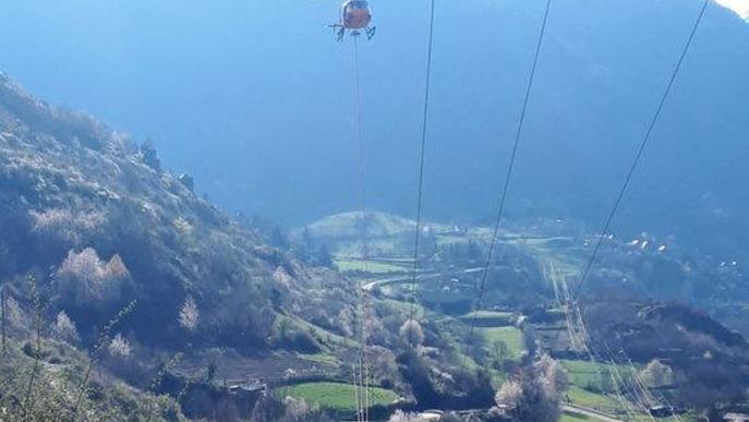 Endesa repara una línia de mitjana tensió de Vielha per a garantir el servei a la Val d'Aran