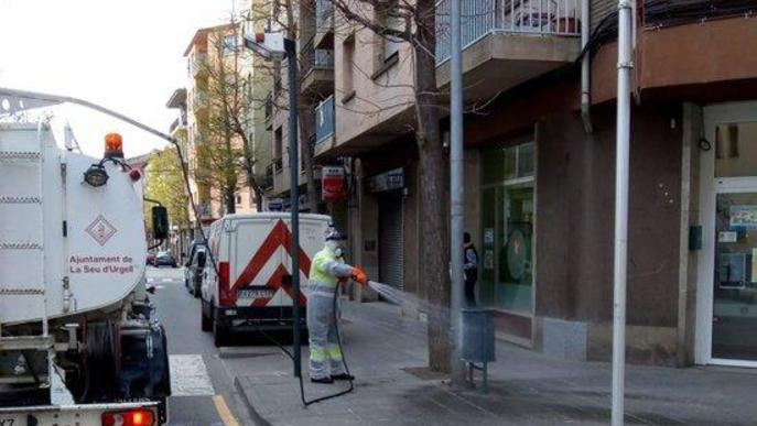 La Seu d'Urgell desinfecta els seus carrers