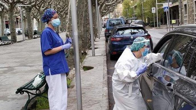 L'Hospital de la Seu fa proves per detectar la covid-19 a l'exterior i dins el cotxe