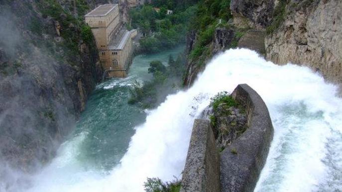 Arxiu presa hidroelèctrica riu aigua desembassament Camarasa