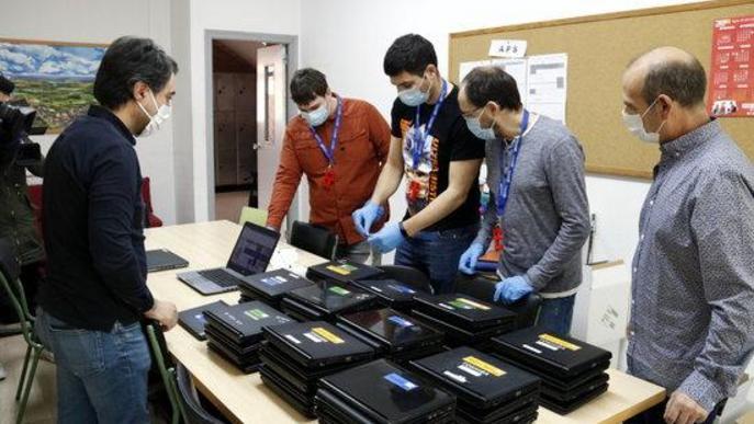 Educació reparteix 22.000 dispositius electrònics a alumnes per seguir el curs des de casa