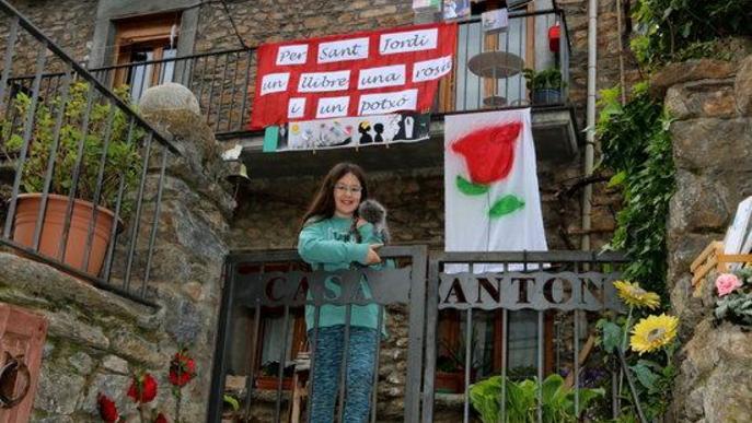 La Seu d'Urgell i Sort fan arribar els contes del Pirineu als balcons en un Sant Jordi confinat