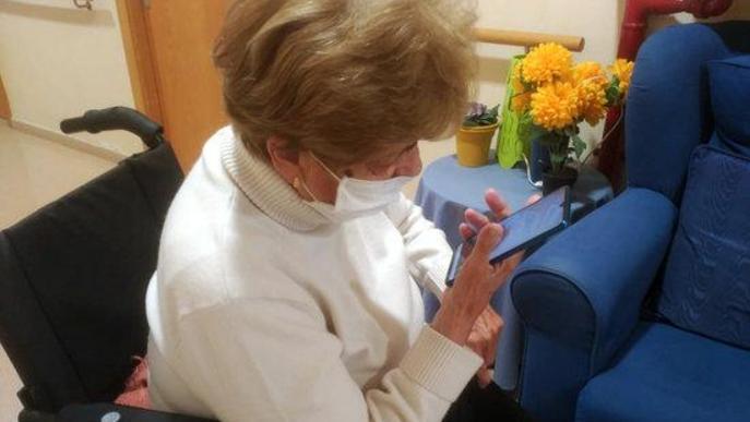 Salut lliura 140 mòbils i 41 tauletes a hospitals, centres sociosanitaris i residències de Lleida