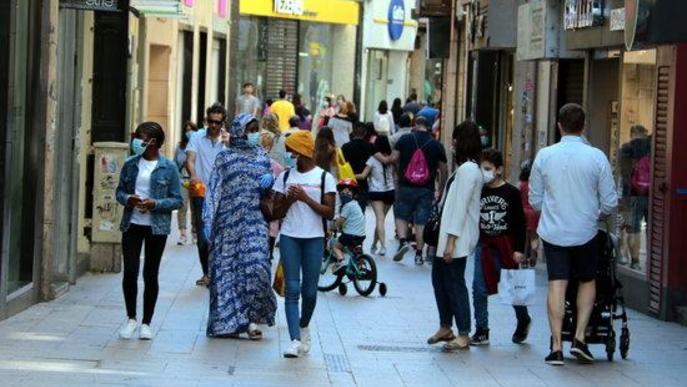 Arxiu gent caminant Eix Comercial Lleida