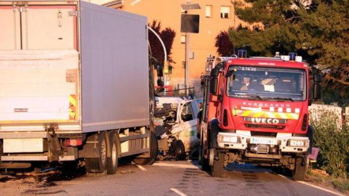 Accident xoc frontal Bombers furgoneta camió aL-702 Puigverd de Lleida