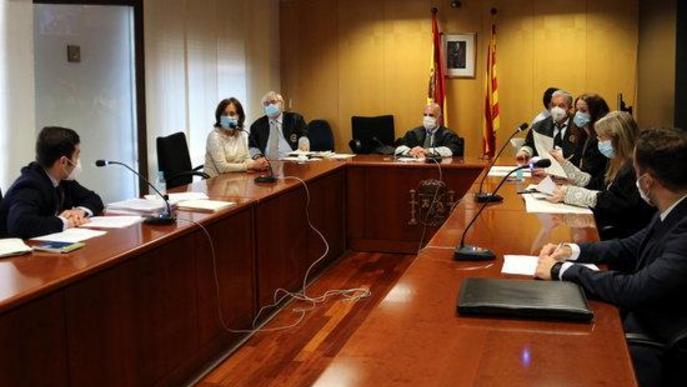 Sala de vistes de la secció 3a contenciosa-administrativa a l'inici del segon dels quatre judicis per autoritzar manifestacions en cotxe de Vox