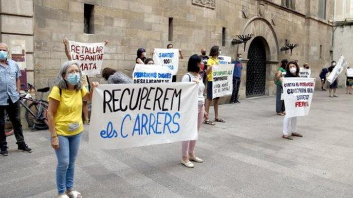 Concentració plaça Paeria manifest 'La vida abans que el capital'