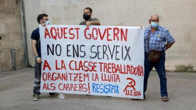 """⏯️ Els Mossos identifiquen un manifestant en defensa de """"la vida abans que el capital"""" a la plaça Paeria"""