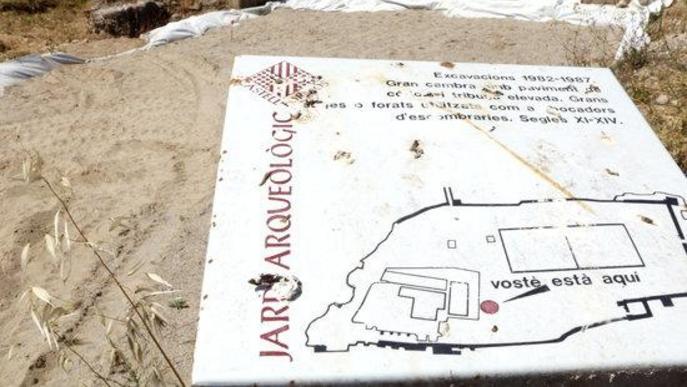 Pla obert d'un dels panells informatius del Castell Formós de Balaguer