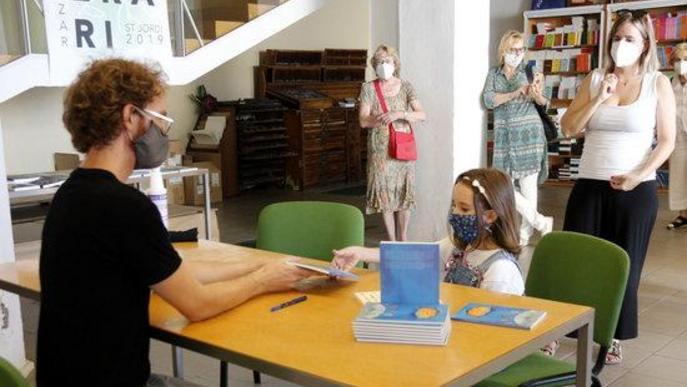 """⏯️ Lleida celebra un Sant Jordi d'estiu """"descafeïnat"""" i demana recolzar els llibres de proximitat"""