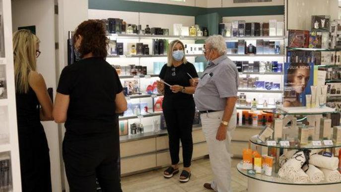 Una perfumeria de l'Eix Comercial de Lleida, segueix atenent clients amb cita prèvia