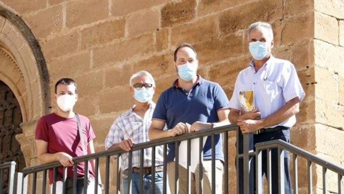 Els alcaldes de Torrebesses, Almatret i Riner, a l'església de Torrebesses amb un tècnic de l'Ajuntament