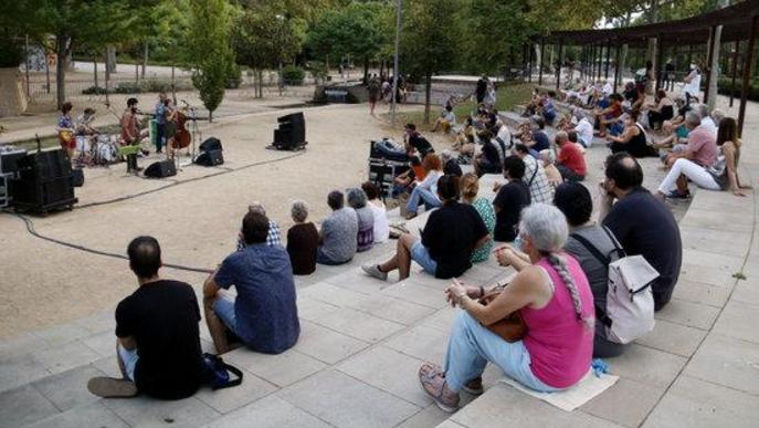 La New Orlinyes Jazz Band durant l'actuació de dissabte al vespre a l'Amfiteatre dels Camps Elisisis