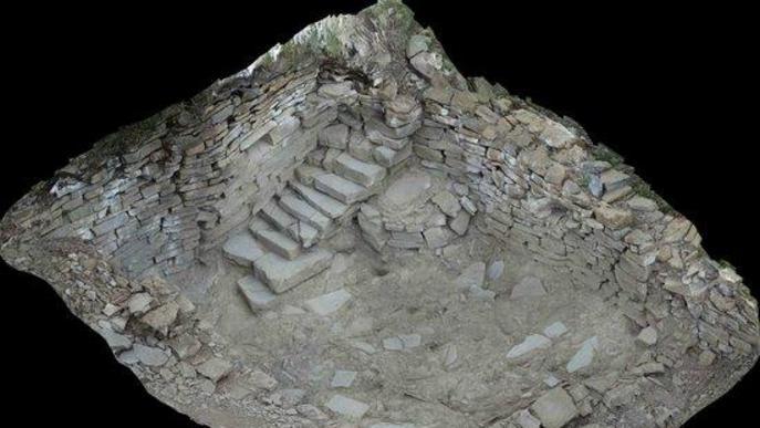 Pla de detall d'una perspectiva d'una part d'un dels jaciments medievals que s'excaven a la Pobla de Segur (Pallars Jussà)