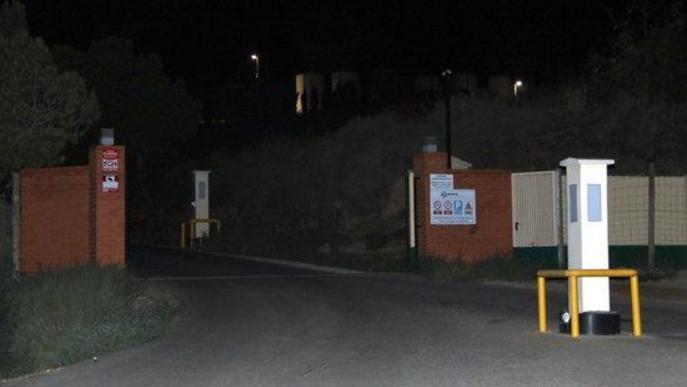 Pla obert de l'entrada a l'empresa Luqsa de Montoliu de Lleida on ha resultat ferit un treballador per una explosió